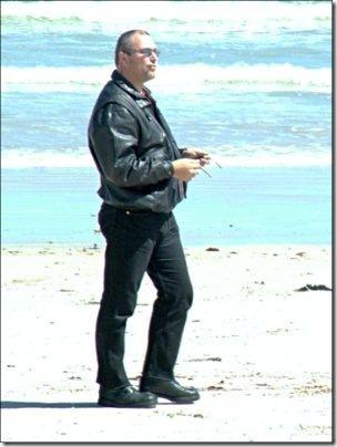 2004-09-26_beach_guy